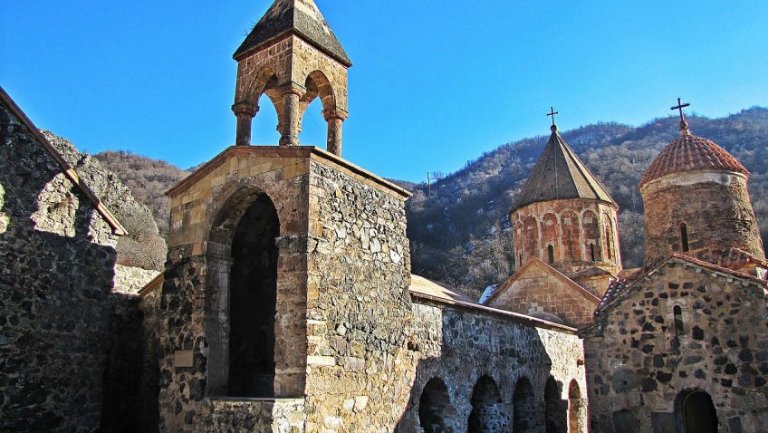 Samostan Dadivank/Hutavank,https://commons.wikimedia.org/wiki/Category:Dadivank_Monastery#/media/File:Dadivank.jpg